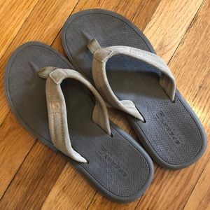NWOT Sperry leather flip flops men's size 9